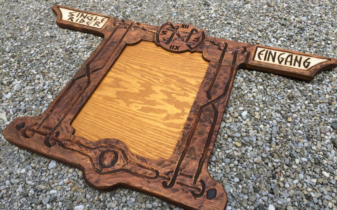 Neue Holzschilder für das Phantasialand