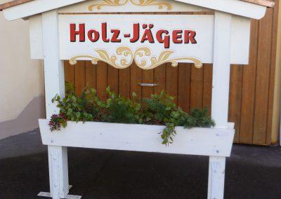 Holz Jäger Holzschild in Holzgestell mit Dach