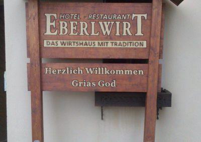 Eberlwirt Holzgestell Holzschild mit Dach