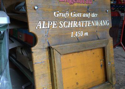 Holzschild mit Speisekartenkasten Engelbräu