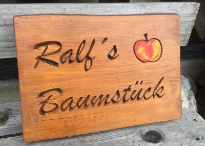 Ralfs Baumstück, Holzschild mit Apfel rustikal