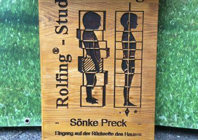 Rolfing Studio Marburg Firmenschild aus Holz mit Kupferdach