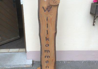 Willkommen Stele aus Holz für die Haustüre