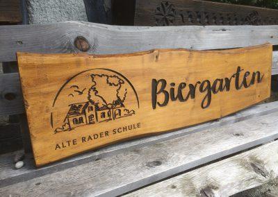 Biergarten Holzschild rustikal vertiefte Gravur