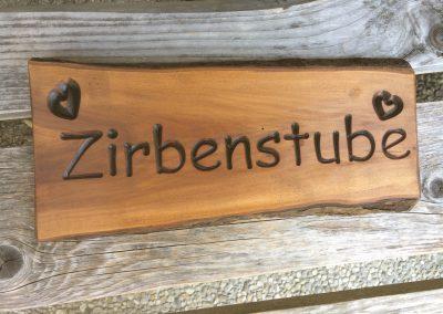 Zirbenstube, rustikales Holzschild