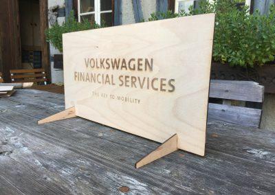 Lasergravur auf Holz, Schild Aufsteller VW