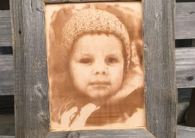 Fotogravur auf Holz im Altholzrahmen