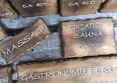 Holzschilder für die Sauna, geflammt
