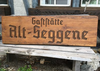 Gaststätte Alt-Seggene, rustikales Gastro-Holzschild
