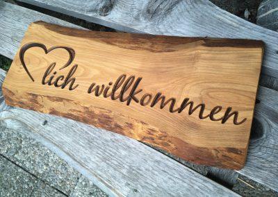 Herzlich willkommen, rustikal gefräst, Holzschild