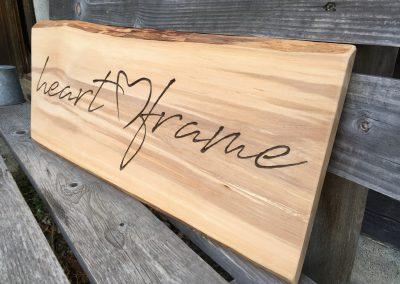 Heartframe - rustikales Holzschild