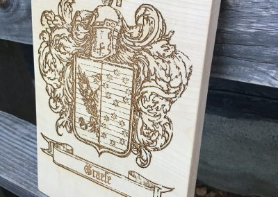 Familienwappen Lasergravur Holzschild