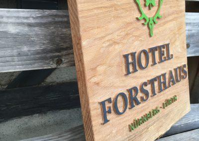 Hotel Forsthaus Nürnberg Fürth Wappen Logo aus Holz gearbeitet