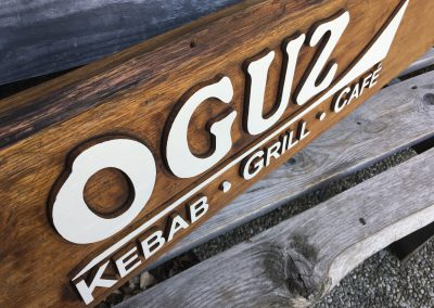 Oguz Kebab Grill Cafe, Firmenschild Werbeschild aus Holz