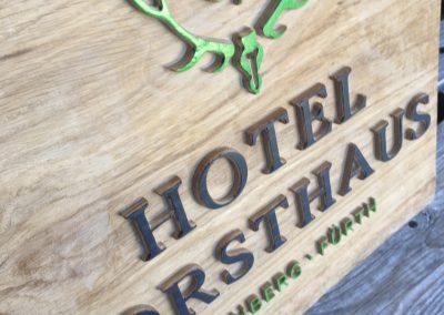 Hotel Forsthaus Nürnberg Fürth Logo Wappen erhaben aus Holz