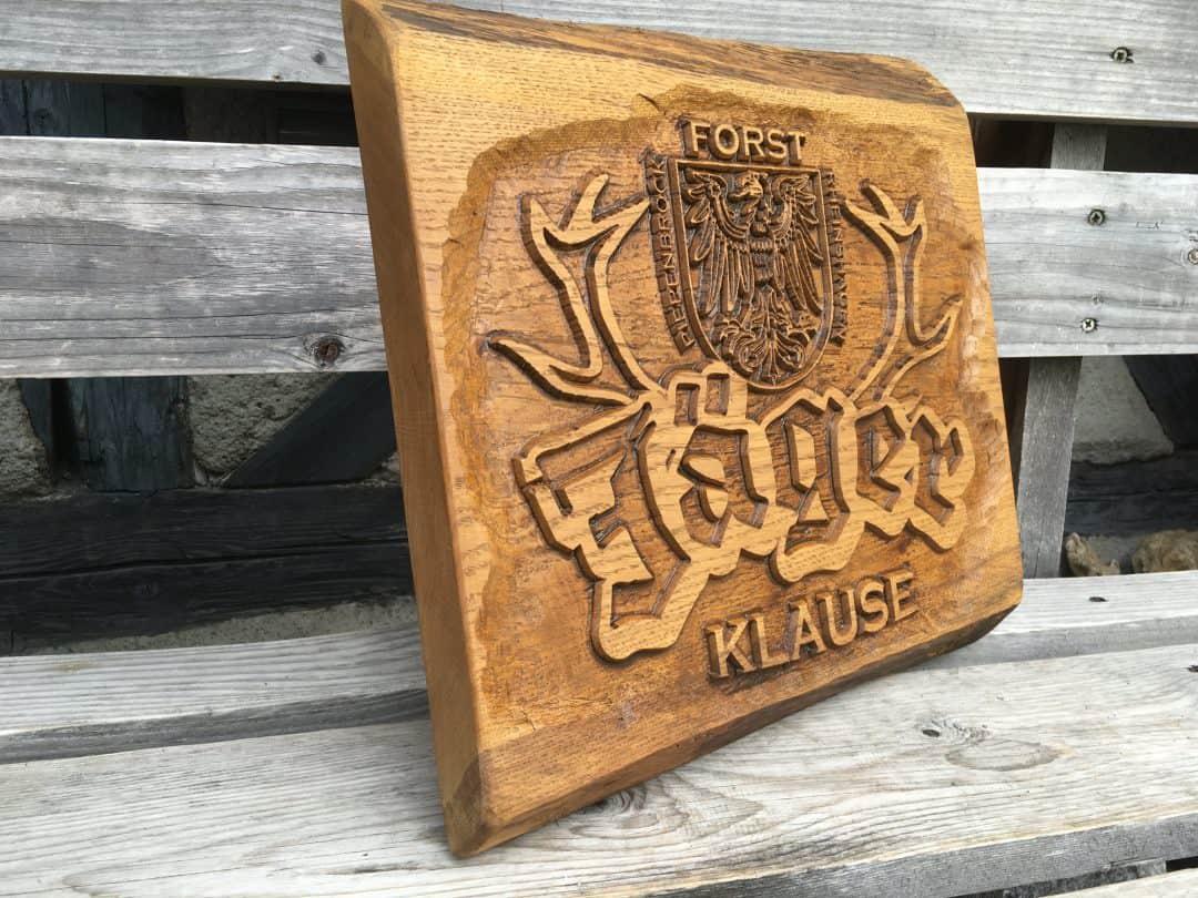 Jäger Klause Forst Wappen Logo aus Holz geschnitzt