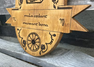 Wappengravur aus Holz