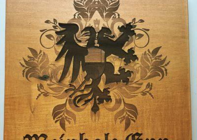 Familienwappen Gravur auf Holz mit Wetterschutz
