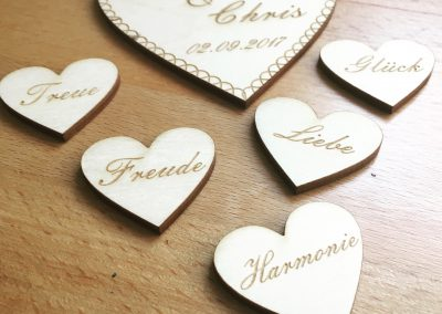 Holzgravur Herz Hochzeit