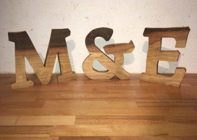 Holzbuchstaben freistehend