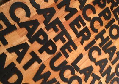 Holzbuchstaben lackiert