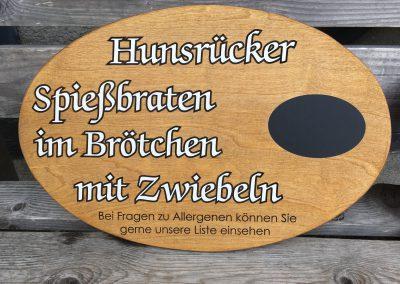 Angebotsschilder aus Holz mit graviertem Text