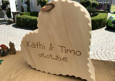 Holzherz aus Zirbe zur Hochzeit
