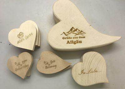 Holzherz mit Gravur in verschiedenen Formen